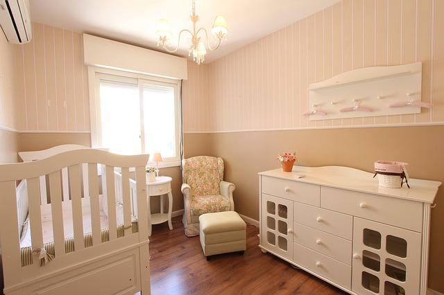 Urządzony pokój dla niemowlaka